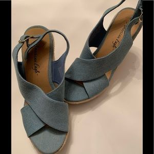 American Eagle Shoes Size 8 1/2 Blue Wedge